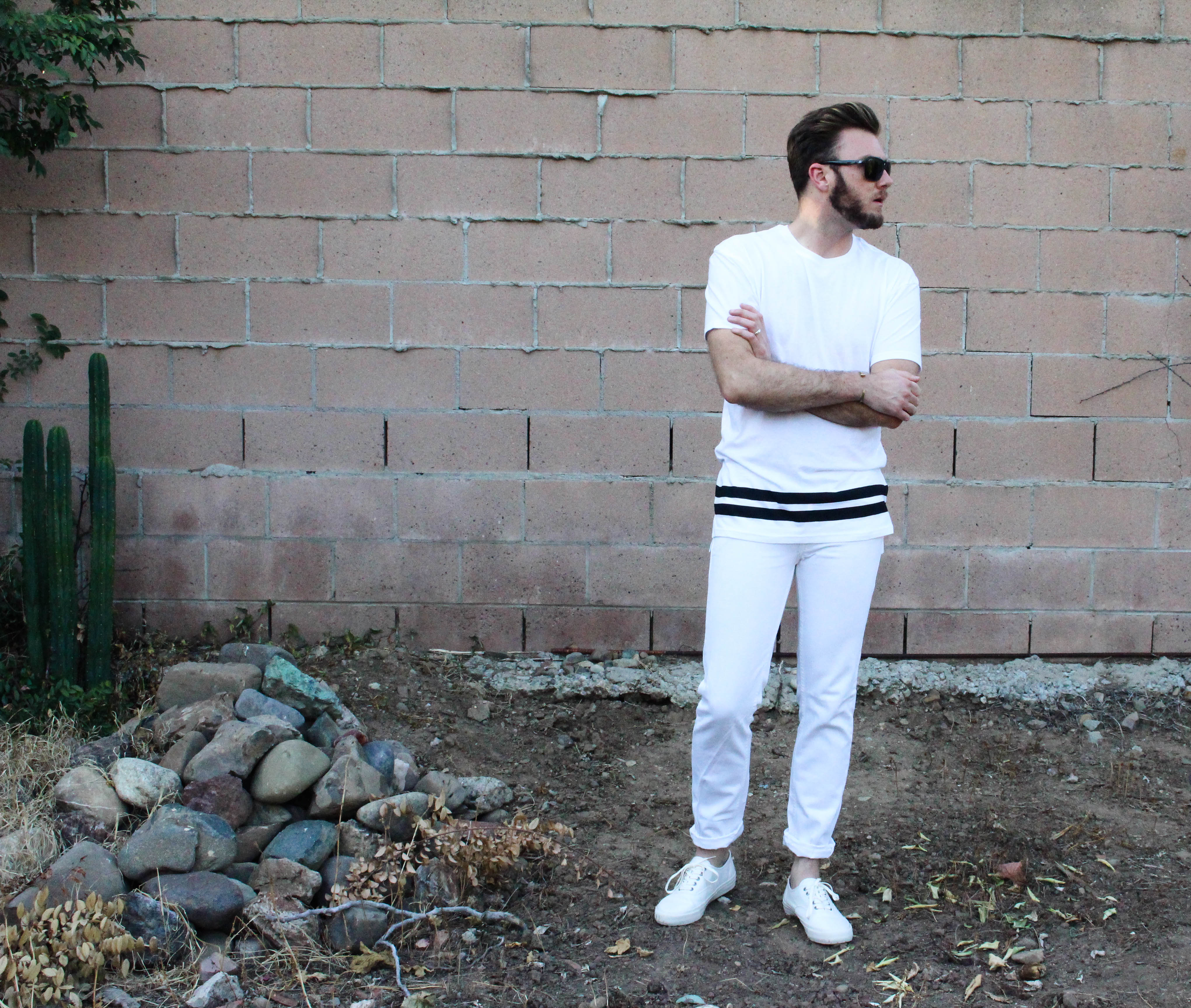 how to wear a white tee shirt-4